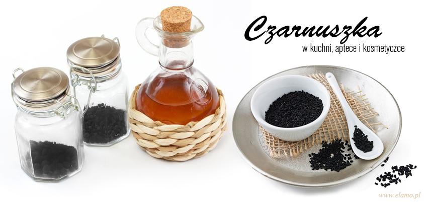 słoik z nasionami czarnuszki, butelka oleju z czarnuszki i rozsypane nasiona na białym talerzyku - czarnuszka właściwości lecznicze i zastosowanie w kuchni, apteczce i kosmetyczce