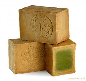 kostki mydła aleppo 24% poukładane w stos