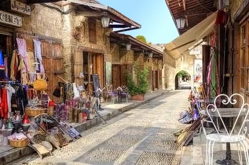 uliczka sklepowa w  Libanie